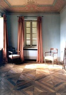 """Restauro di pavimento originale piemontese a """"Spina di pesce"""" in ciliegio e noce nazionale. Epoca, fine 700'."""